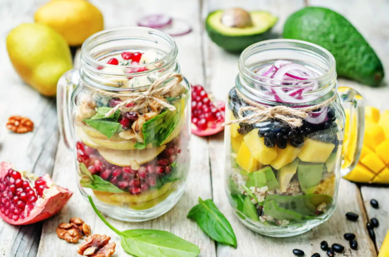 How to make the most popular mason jar salad