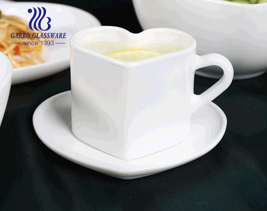 طقم أكواب شاي زجاجية من أوبال 165 مل على شكل قلب مع كوب زجاجي أوبال أبيض مع صحن