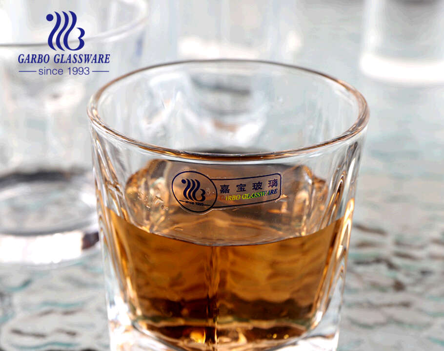 كأس زجاجي كلاسيكي شهير في جميع أنحاء العالم كأس زجاج صخري