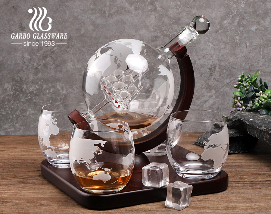 High end globe whiskey decanter set with glasses etched world wine decanter set with wooden base