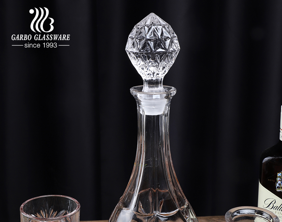 أواني الويسكي الشفافة عالية الجودة مع غطاء زجاجي طويل الشكل فريد من نوعه