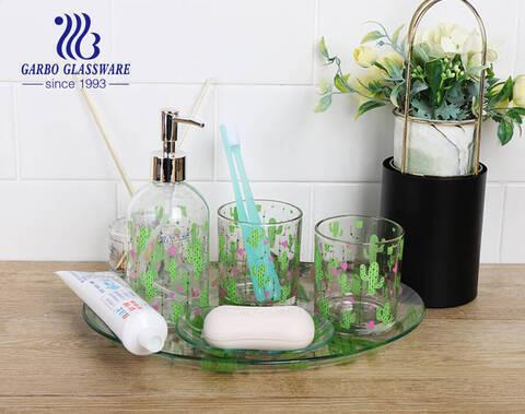 5PCS hotel diseño personalizado calcomanía hotel baño accesorios set vidrio champú botella plato taza para cocina