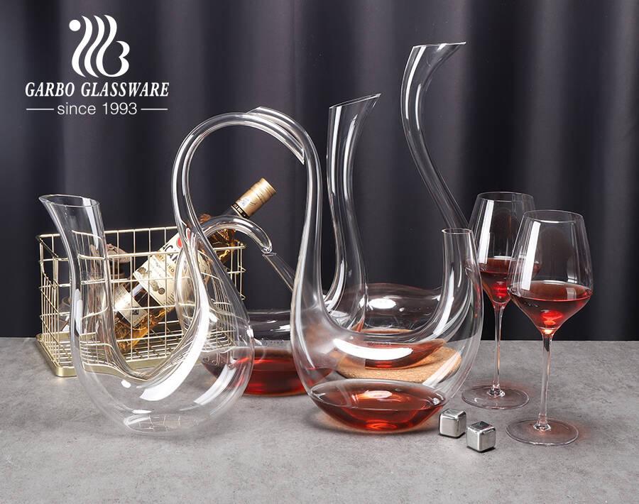 شعار مخصص قسط فريد أنيق بجعة منحنية شكل القيثارة خالية من الرصاص الكريستال والزجاج النبيذ الأحمر الدورق