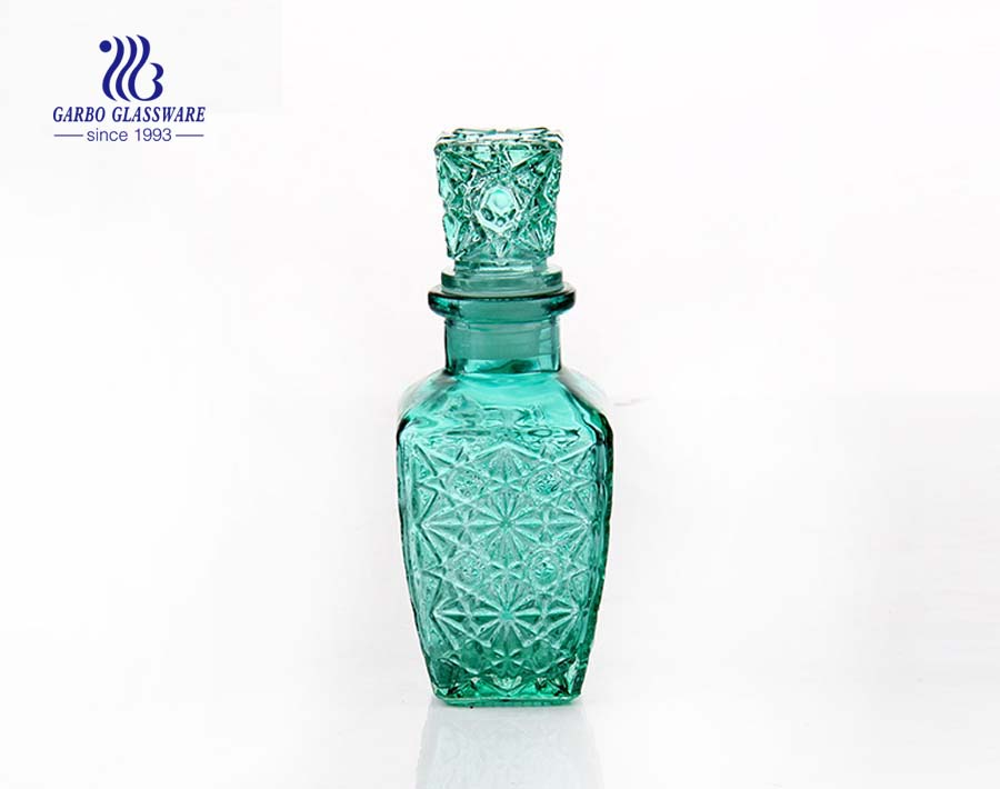 440ml green colored cheap price glass decanter with lid