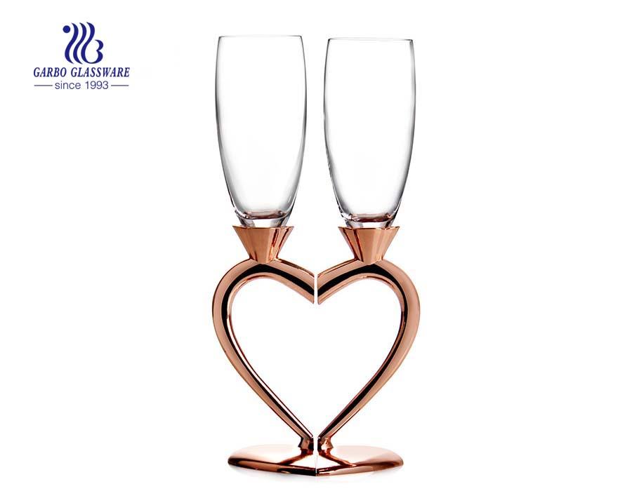 taças de champanhe duplas coração design