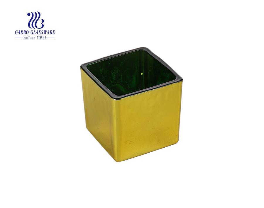 Giá đỡ nến thủy tinh hình vuông màu vàng