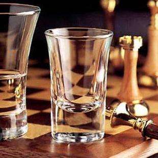 Sự khác biệt giữa ly rượu whisky và ly rượu mạnh là gì? Làm thế nào để mua một cốc rượu? Cid = 3