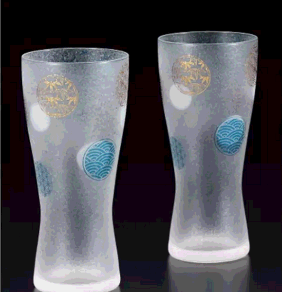 Nghệ thuật của chiếc cốc thủy tinh