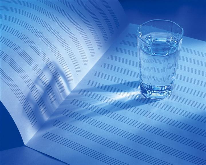 Câu chuyện về sự lựa chọn khôn ngoan của cốc thủy tinh