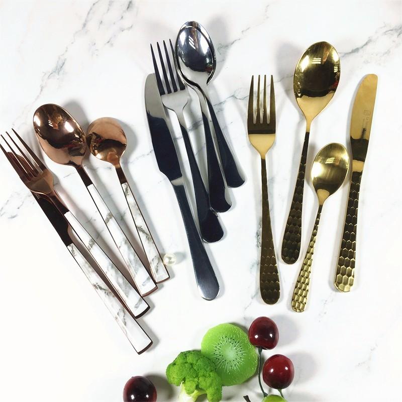 Khuyến mãi bộ dao kéo bộ đồ ăn bằng thép không gỉ.