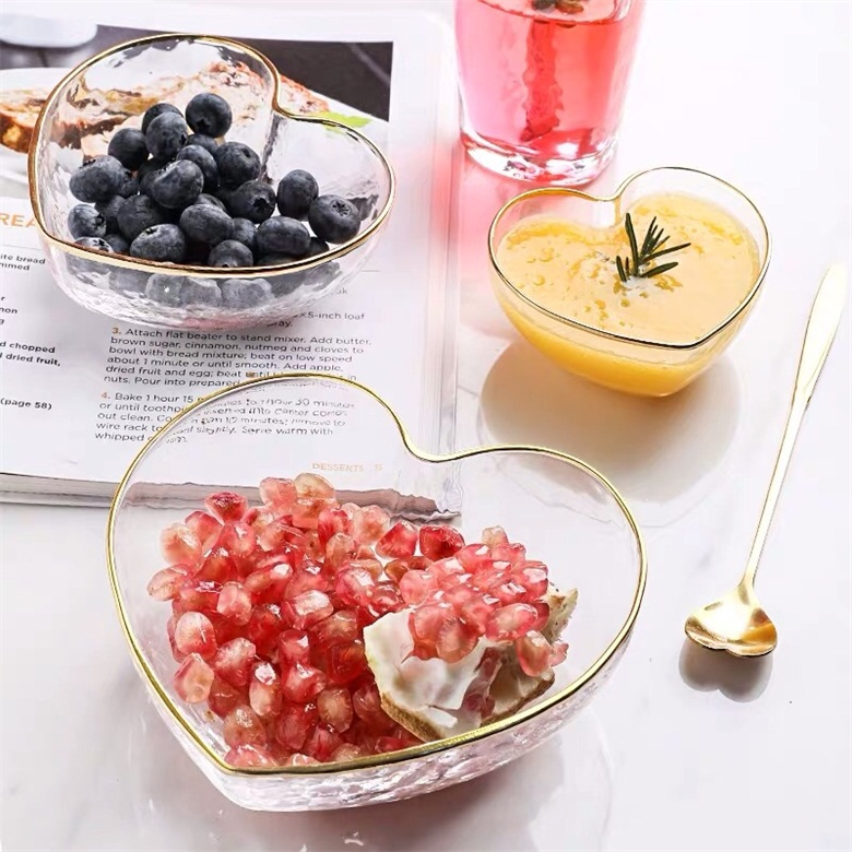 How to use a glass salad bowl to make a meal for yourself?