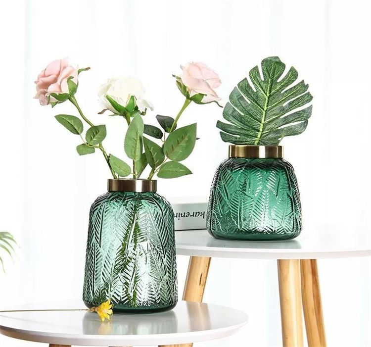 Tips for arranging flowers in glass vases