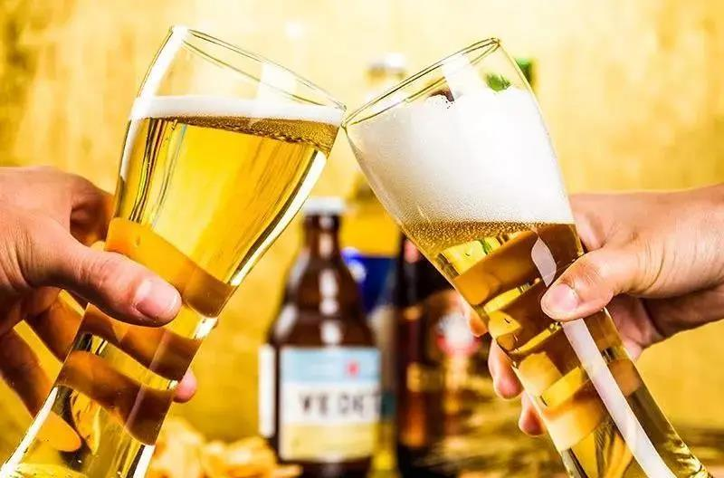 Do you know how to drink beer with great foam