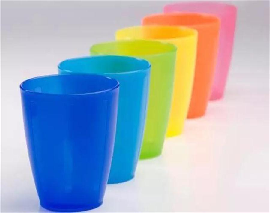 Glass cup,ceramic cup, plastic cup, Which is healthier to drink water?