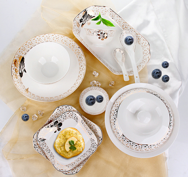 Which style of fancy dinner set do you prefer