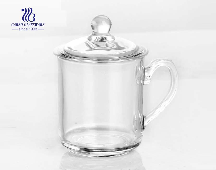 Klarglas-Teetasse mit Deckel für grünen Tee