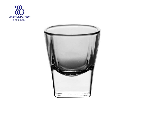 Großhandel 1.7 Unzen transparentes Schnapsglas