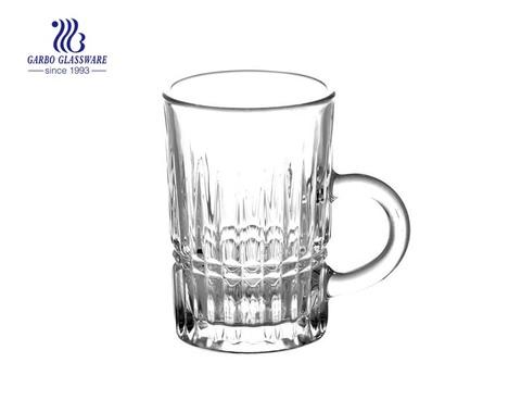 pequeña taza de té de vidrio con 115 ml
