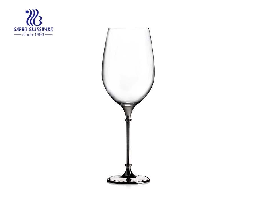 Silberfarbene Basis der chinesischen Fabrik und Kristallglasflöte