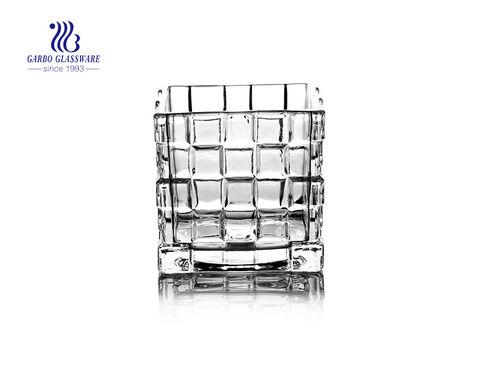 Quadratischer Kerzenhalter aus klarem Glas für Dekorationszwecke