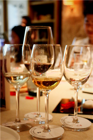 The difference between white wine glass and red wine glass
