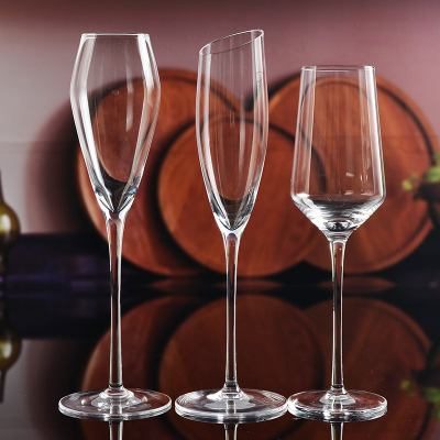 Difference of glass goblet and crystal goblet