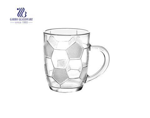 Football design 260ml tasse en verre pour la promotion du lait