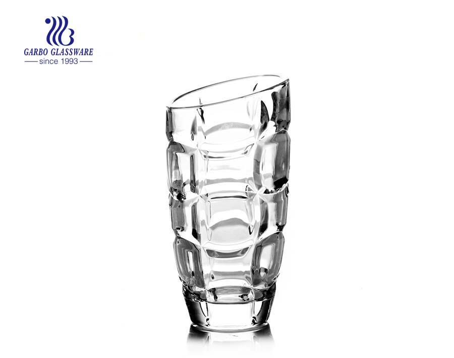 Florero de vidrio transparente en relieve de gran tamaño