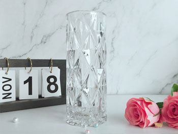 These glass vase can meet all requirements for decoration