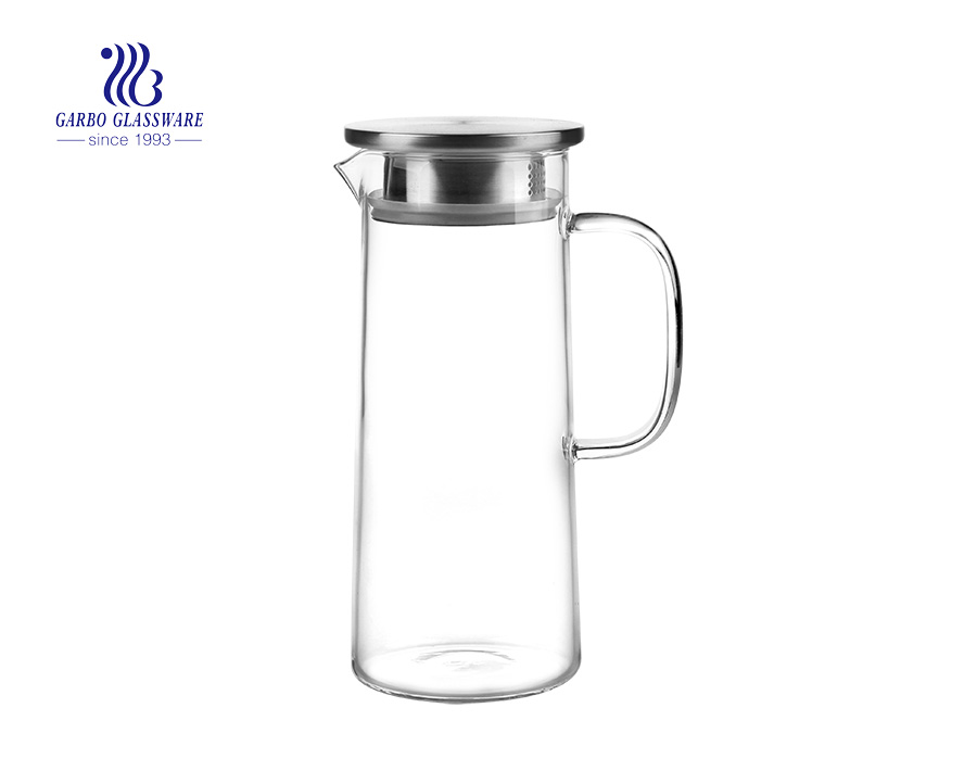 High quality borosilicate glass carafe with bamboo and stainless steel lid