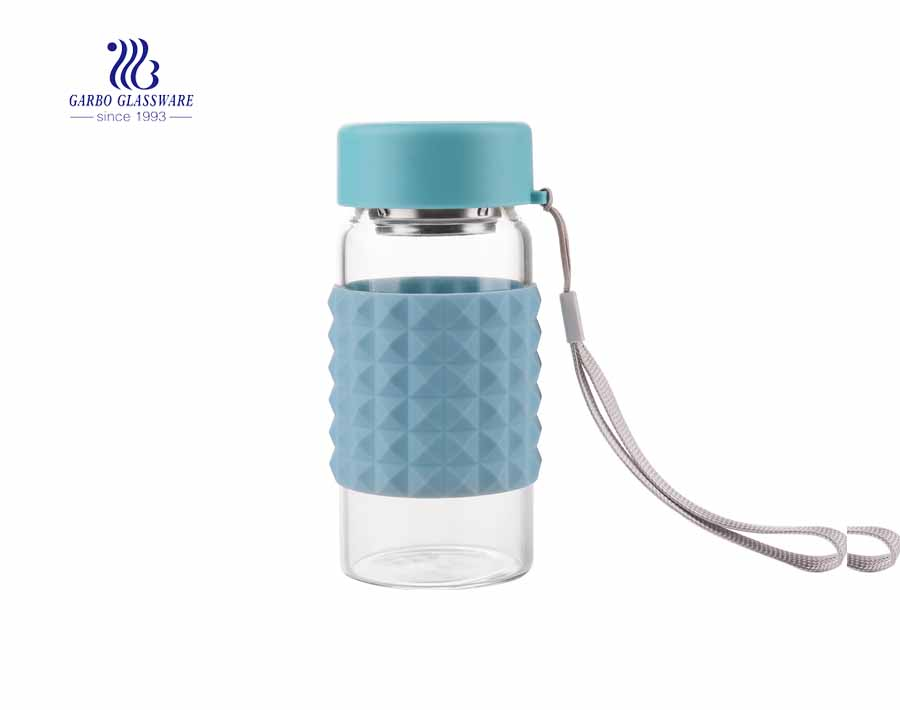 China hot sale 260ml borosilicate portable sport water glass bottle with silicone sleeve