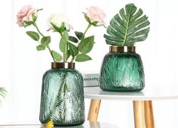 Tips for arranging flowers in glass vases