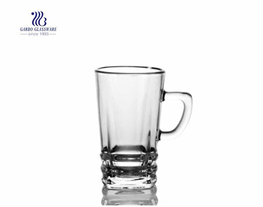 caneca de cerveja de vidro pilsener clara disponível personalizada com alça