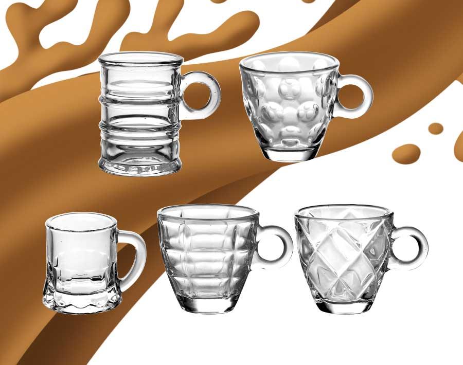 thiết kế logo in cốc cà phê thủy tinh trong cốc cà phê cappuccino