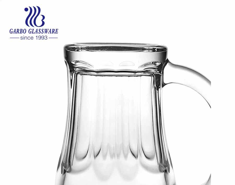 Los vasos de cerveza de encargo aclaran el vidrio manejado stein grande de las jarras de cerveza para el pub