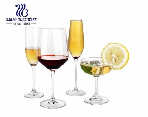 Taças de vinho com conjunto completo de lentes cristalinas alto branco material adequado para casamento