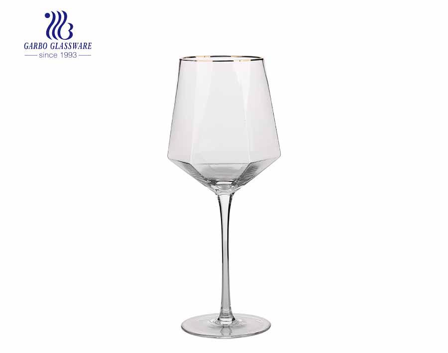 Copa de vino polígono peculiar copa de vino de cristal transparente elegante con borde dorado