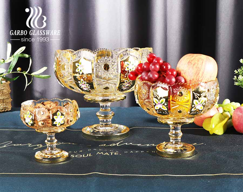 Vergoldung Design hochweiße Fruchtglasschale mit Sonnenblumenrand geschnitztem Muster