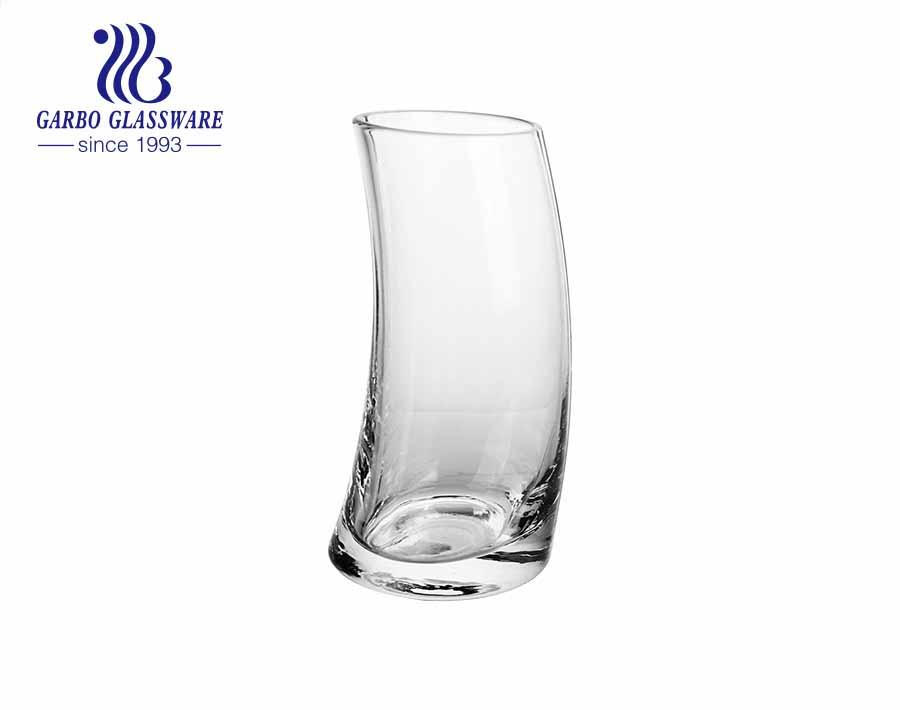 Neues Design Glaswaren für 2021 kreative Elfenbeinform handgefertigte geblasene Glasbecher mit Streifen