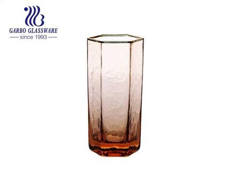 Vaso de vidrio soplado hecho a mano de lujo taza de vidrio highball hexagonal de color teñido con borde dorado