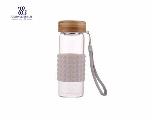 Botella deportiva al aire libre de 320 ml botella de agua de manga de silicona sin plomo de vidrio de borosilicato con tapa de bambú