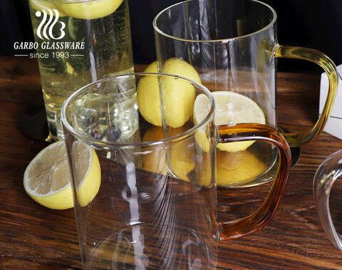 كوب زجاجي مصنوع يدويًا من البورسليكات بجدار واحد مع أكواب قهوة بمقبض ملون بحافة ذهبية