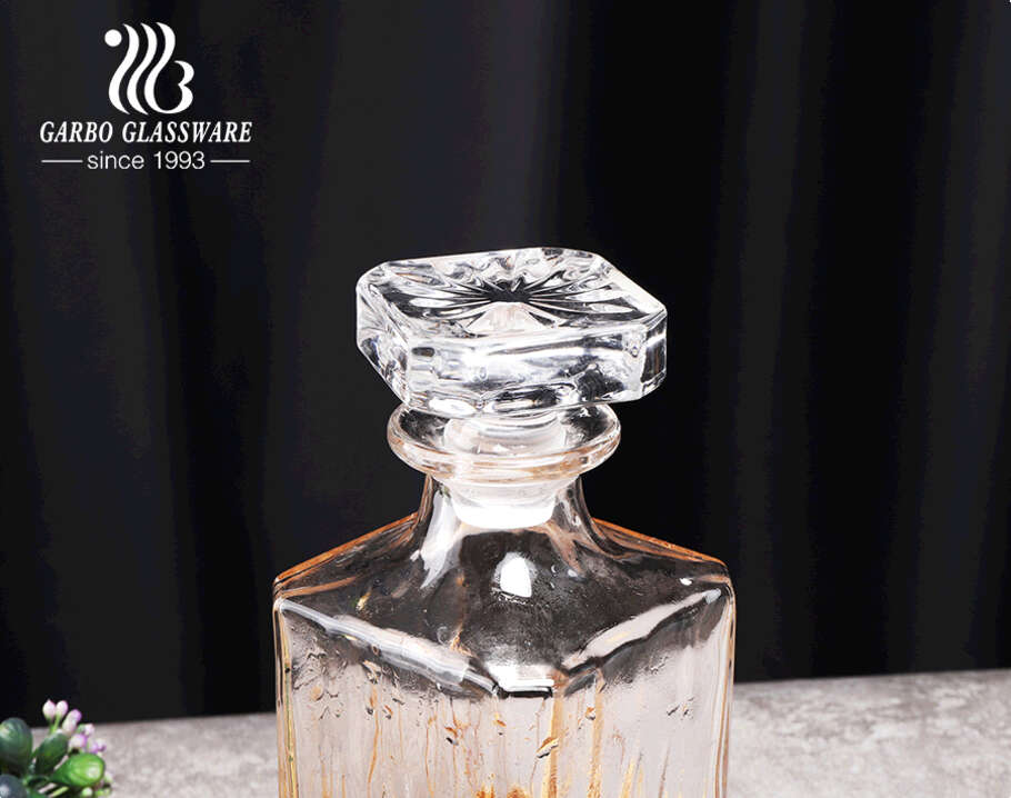 Classic glass whiskey decanter set with gift box high quality wine decanter with elegant pattern design