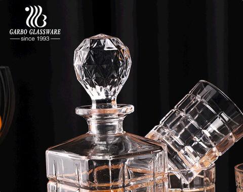 طقم دورق ويسكي زجاجي من الكريستال مع كؤوس زجاجية 850 مل مربعة بنمط محفور