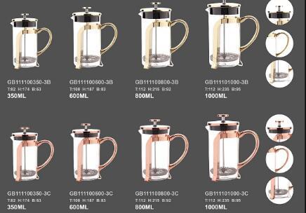 ガラスのフレンチプレスは忙しいオフィスアワーのために一杯のクイックコーヒーを作ります