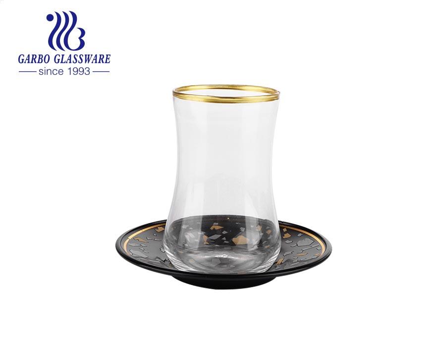 Bộ đĩa và tách trà đen truyền thống của Thổ Nhĩ Kỳ với viền sơn vàng