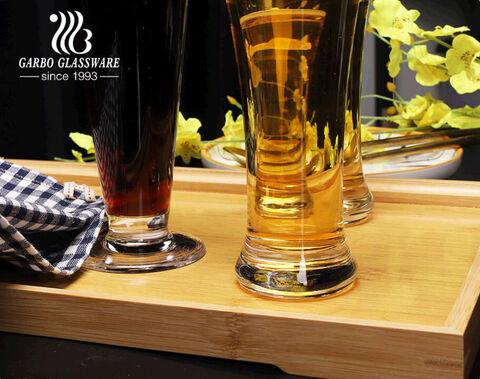 آلة البار الزجاجي على طراز الحانة ، أكواب زجاج البيرة بيلسنر المنفوخة مع تصميمات متعددة الأشكال