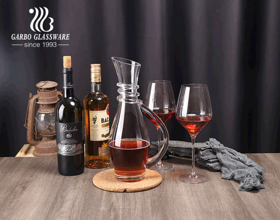 Handmade high-quality bar wine serving glass wine decanter set with spiral design on neck with goblet