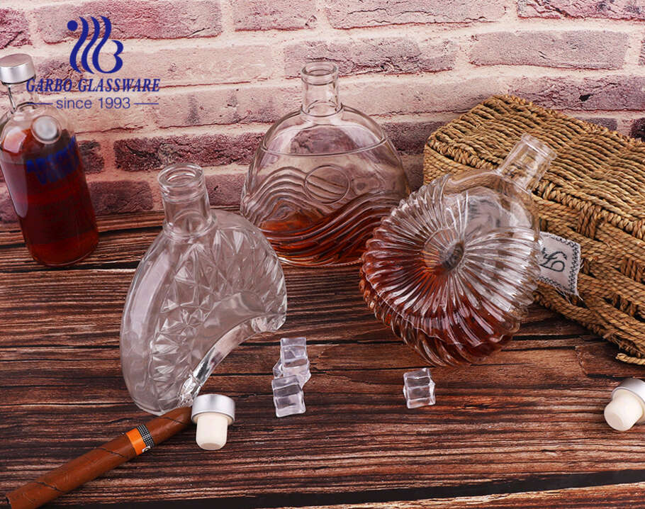 Unique shape clear whiskey decanter with pattern 500ml glass bottles for wine