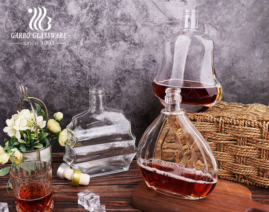 Machine made clear whiskey glass bottles flat style whiskey decanters for bar use